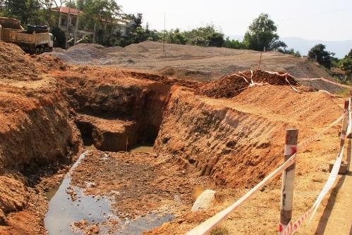 Hố công trình nơi 2 em nhỏ rơi xuống và bị đuối nước.