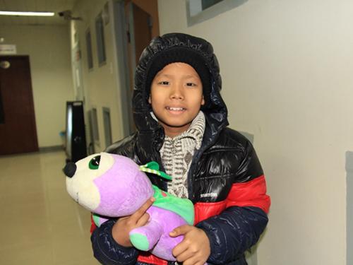 Bệnh nhi Nguyễn Đình Nam Trường sau hơn 1 tháng được ghép tế bào gốc điều trị bệnh ung thư máu