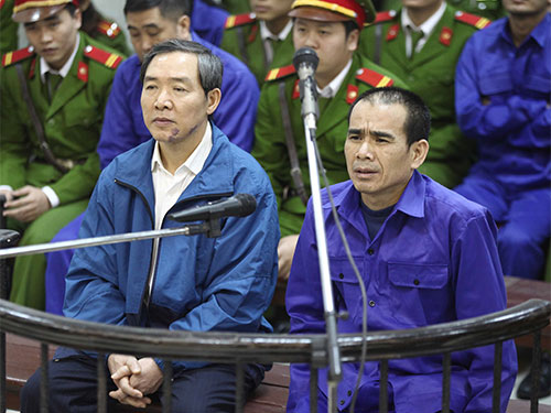 Dương Chí Dũng (trái) bị tuyên án tử hình nhưng số tiền mà bị cáo tham nhũng, Nhà nước khó mà thu hồi được