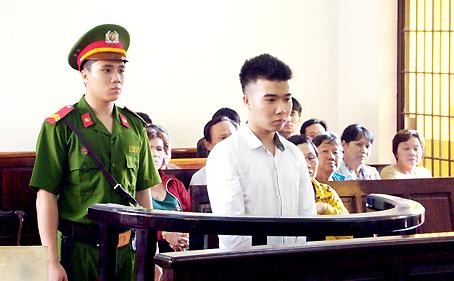 Bị cáo Võ Tuấn Dũng trước tòa.
