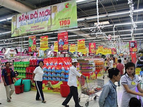 Tổng cục Thống kê cho biết nếu loại trừ yếu tố giá, tổng mức bán lẻ hàng hóa và doanh thu dịch vụ tiêu dùng chỉ tăng 5,6%  Ảnh: THÙY DƯƠNG