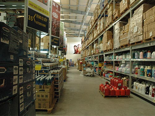Siêu thị miễn thuế nằm trong khu kinh tế cửa khẩu Mộc Bài luôn vắng khách Ảnh: HỒNG THÚY