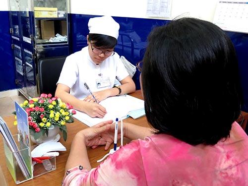 Tư vấn chấm dứt thai kỳ cho một phụ nữ tại Bệnh viện Phụ sản Từ Dũ