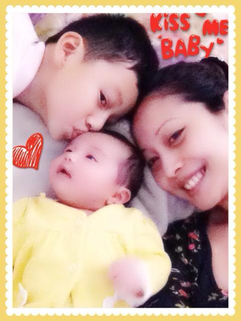 Jennifer Phạm hạnh phúc bên con trai và con gái