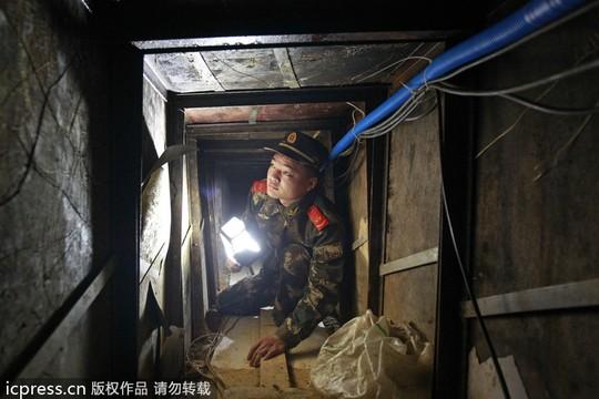 Các nhà chức trách Quảng Đông phát hiện đường hầm sau lời than phiền của người dân. Ảnh: ICPRESS
