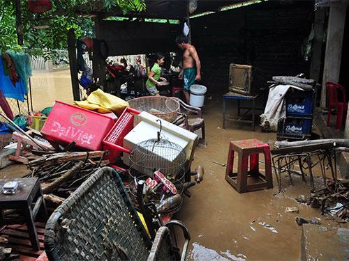 Rất nhiều hộ dân ở xã Tịnh An, huyện Sơn Tịnh, tỉnh Quảng Ngãi bị thiệt hại nặng do lũ nhưng không được nhận gạo cứu trợ đúng quy định