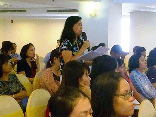 Đại diện doanh nghiệp đặt câu hỏi với đại diện sở LĐ-TB-XH và BHXH TP HCM trong buổi đối thoại tổ chức mới đây