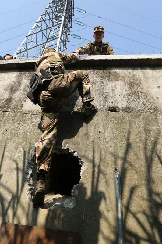 Border police destroy smuggling tunnel into HK