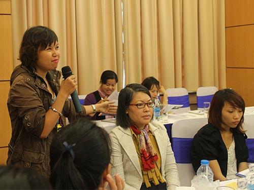 Các đại biểu trao đổi kinh nghiệm về chống quấy rối tình dục tại hội thảo