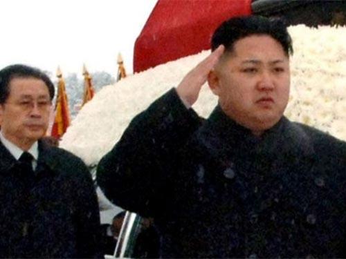Ông Jang chỉ đứng sau ông Kim Jong-un tại lễ tang cố Chủ tịch  Kim Jong-il Ảnh: AP