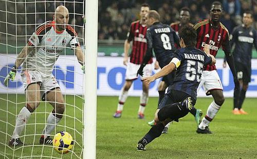 Palacio (8) ghi bàn từ pha đánh gót ngẫu hứng ở cuối trận