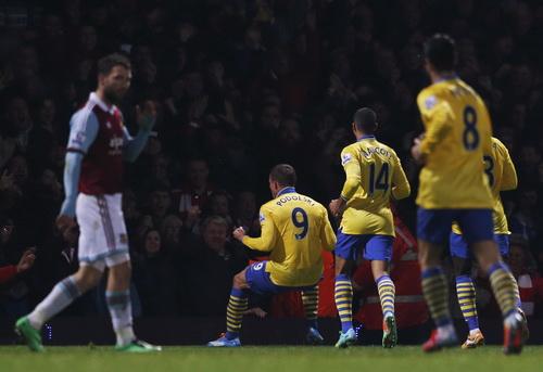 Podolski để lại dấu ấn ngày tái xuất