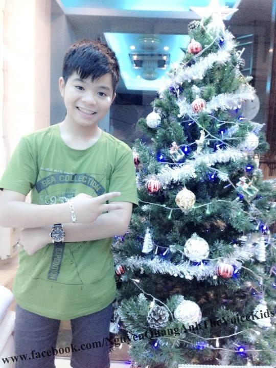 Quang Anh cũng vui đón Noel