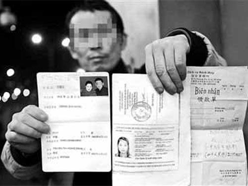 Một người Trung Quốc có vợ Việt chạy trốn. Ảnh: Mạng Tân An