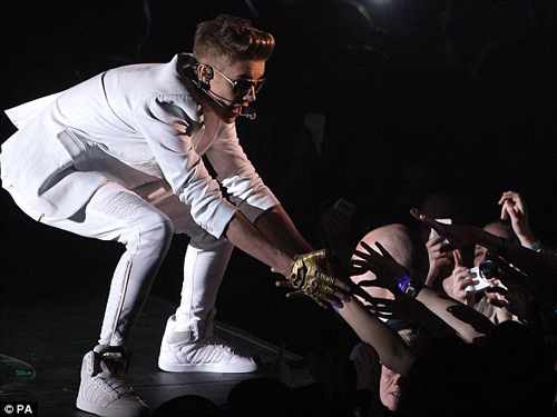 Justin Bieber trong một buổi biểu diễn