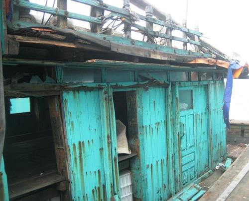 Tàu cá TH90095TS của ngư dân Hoằng Trường, Hoằng Hóa bị tàu lạ đâm cho tời tả