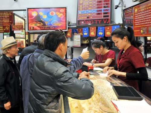 Bảo Tín Minh Châu cho biết do giá vàng giảm mạnh nên lượng người mua vào động hơn số người bán.