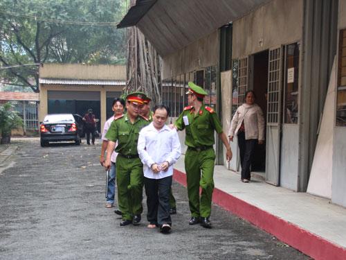 Dẫn giải Đặng Thế Bảo về trại giam