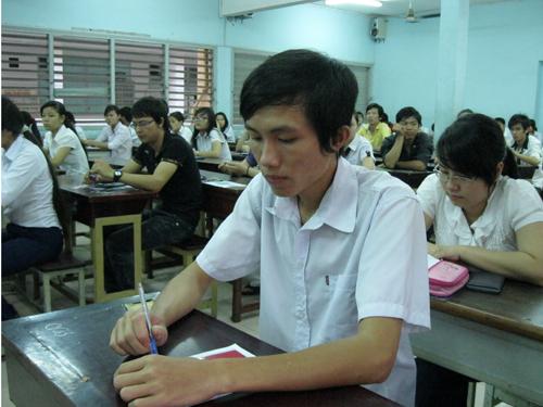 Thí sinh dự thi vào ĐH Nông Lâm năm 2013. Ảnh: NLĐO
