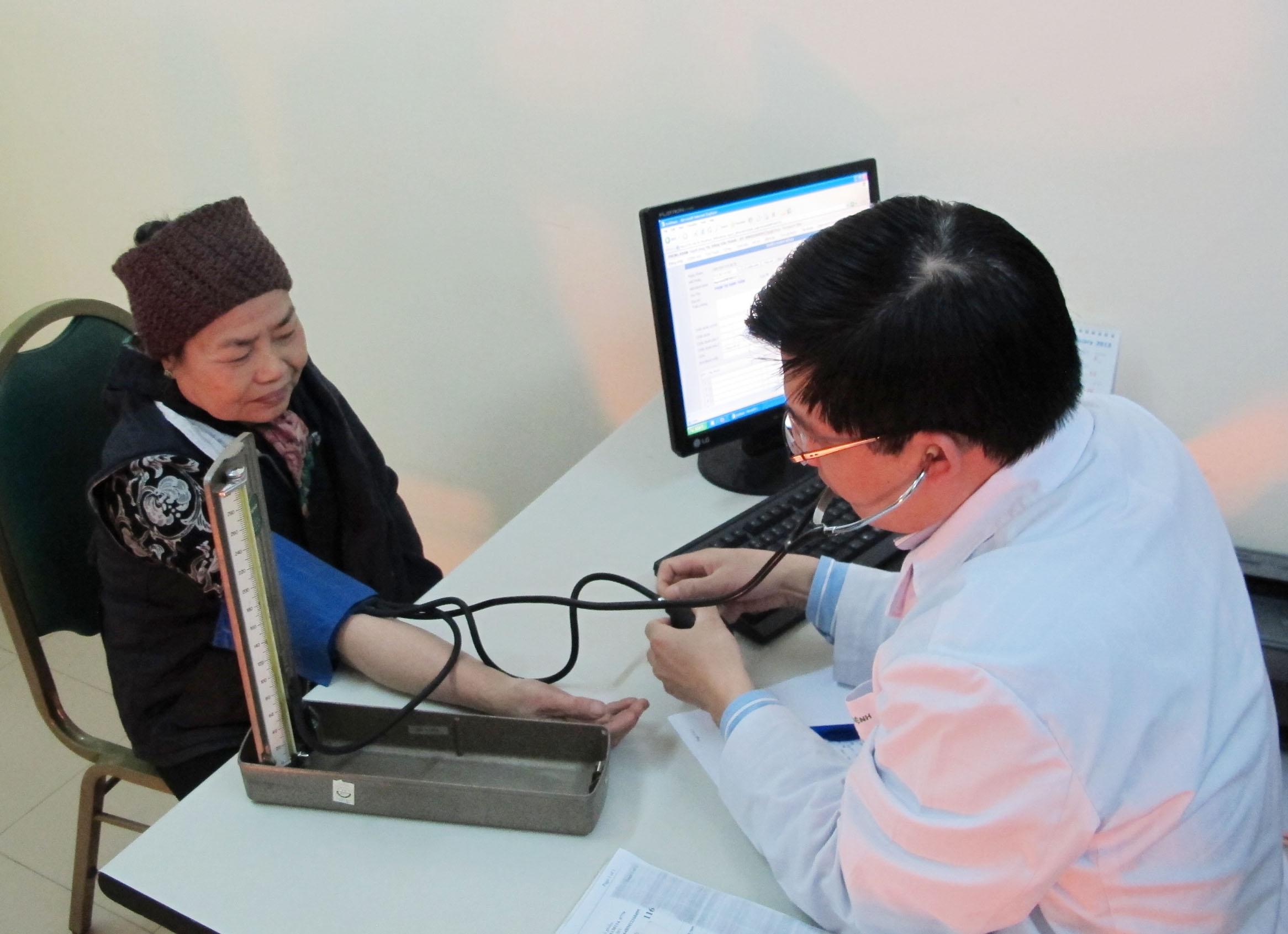 Kiểm soát bệnh nhân cao huyết áp tại BV Bạch Mai