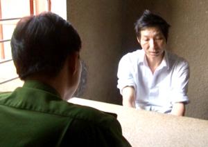 Đối tượng Lê Văn Minh thú nhận hành vi giết người trước cơ quan CSĐT.