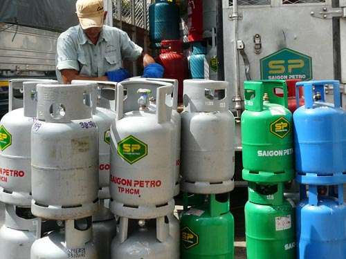 Giá gas có thể giảm 46.000 đồng/bình 12kg trong vài ngày tới. Ảnh minh họa: NGỌC ÁNH