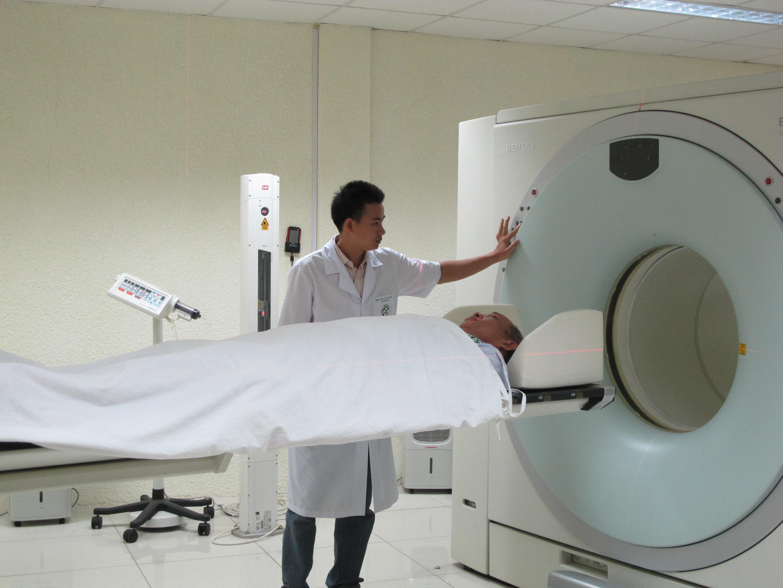 Nhiều kỹ thuật cao có chi phí lớn được BHYT chi trả (chụp PET/CT tại BV Bạch Mai)
