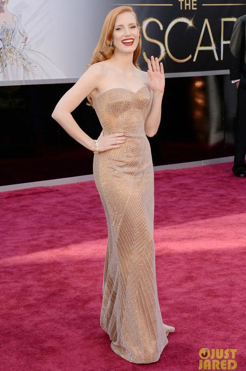 Chiếc váy đơn giản mà sang trọng của Jessica Chastain tại lễ trao giải Oscar 2013