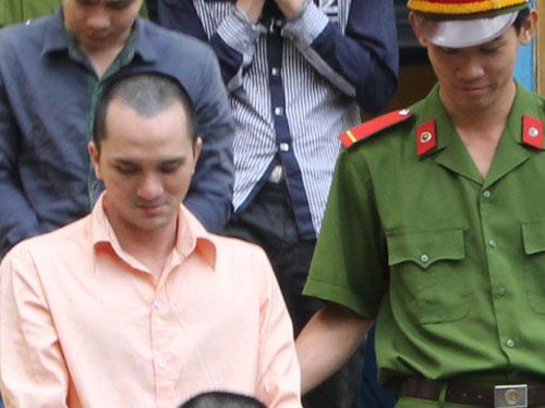 Dẫn giải bị cáo Trần Quốc Khương về trại giam