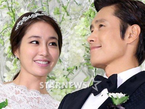 Vợ chồng Lee Byung Hun được lòng hàng xóm