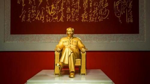 Bức tượng vàng Mao Trạch Đông. Ảnh: China Daily