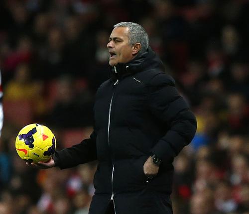 HLV Mourinho bị các CĐV la ó dữ dội vì lối chơi nhàm chán
