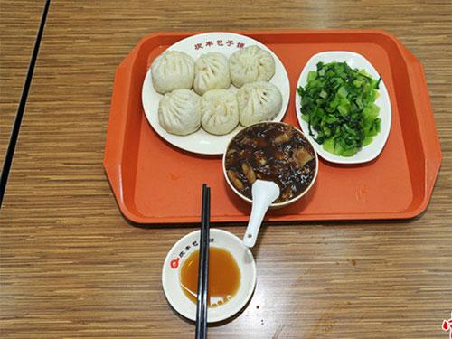 Cư dân mạng Trung Quốc say sưa phân tích 3 món ăn mà ông Tập gọi. ảnh: Weibo