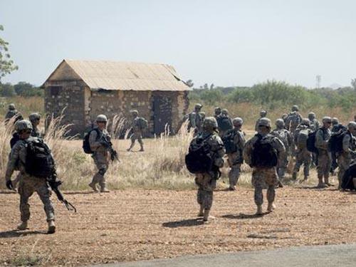 Binh sĩ Mỹ đến thủ đô Juba của Nam Sudan  hôm 18-12Ảnh: AP
