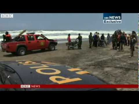 Lực lượng cứu hộ được điều động đến hiện trường vụ tai nạn. Ảnh: BBC