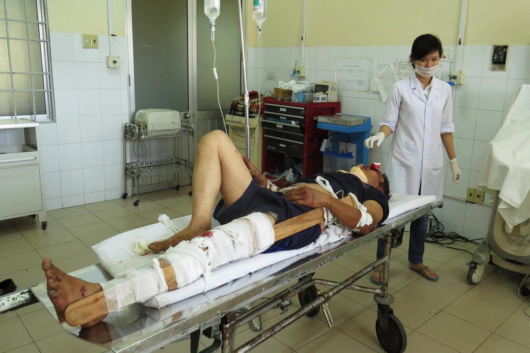 Bệnh viện Đa khoa tỉnh Khánh Hòa sơ cứu cho các nạn nhân