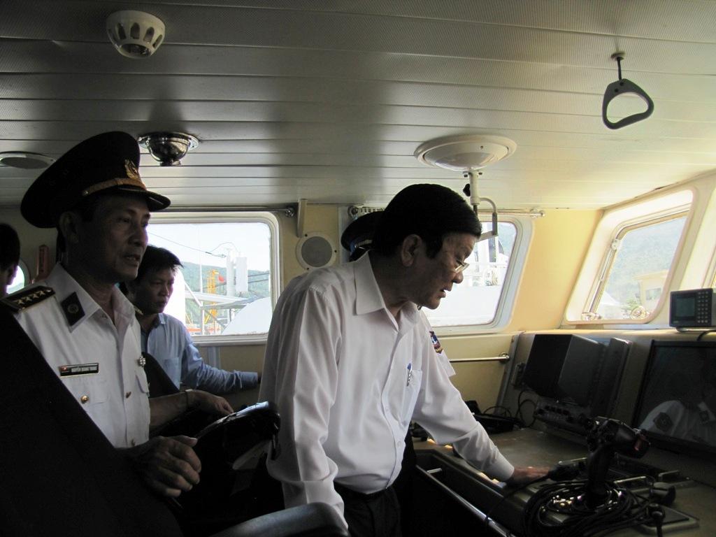 Chủ tịch nước Trương Tấn Sang thăm tàu cảnh sát biển