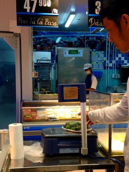 Cân tại quầy hải sản cũng chỉ có 0,45kg/bịch