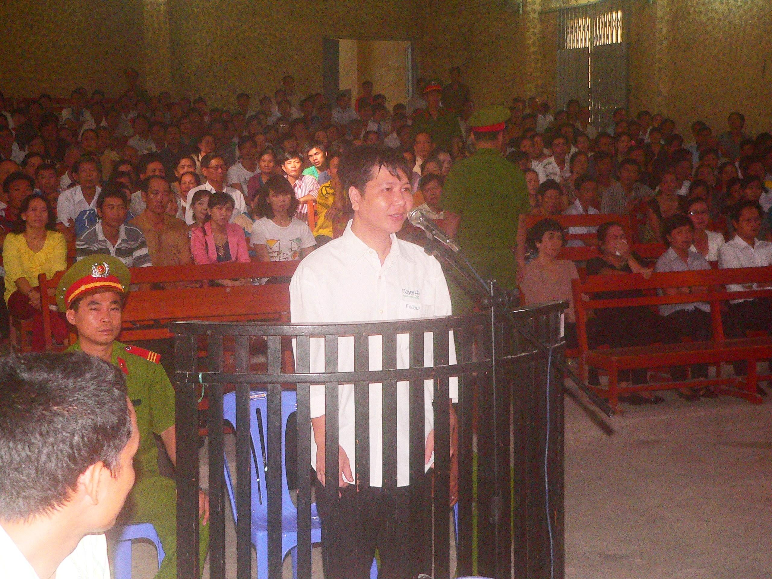 Bị cáo Tiên luôn cúi đầu nhận tội và xin lỗi các bị hại trong lời nói sau cùng trước khi HĐXX tuyên án
