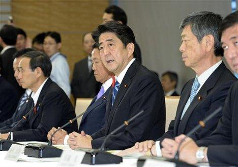 Đề xuất ngân sách được công bố vào giữa thời điểm Thủ tướng Shinzo Abe đang xem xét lại chính sách an ninh. Ảnh: AP