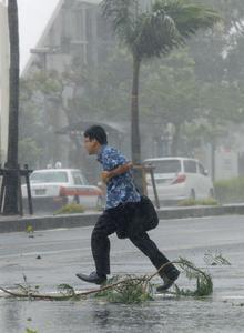 Powerful typhoon approaches Okinawa