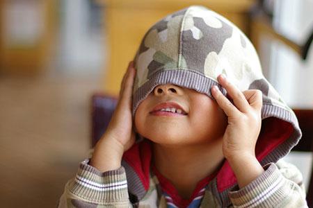 Trẻ mầm non tự sướng khiến bố mẹ phát hoảng