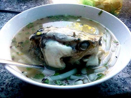 Bánh canh đầu cá.