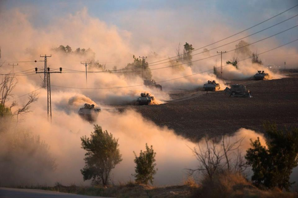 Xe tăng Israel đe dọa Dải Gaza. Ảnh: Reuters