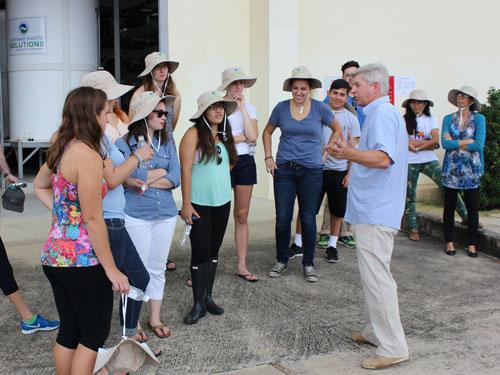 Sinh viên Mỹ học về môi trường tại Khu Liên hợp Xử lý Chất thải Đa Phước