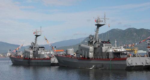Trên Quân cảng Cam Ranh, ngay từ sáng sớm, các thủy thủ đã thức dậy để chuẩn bị cho một ngày làm việc.