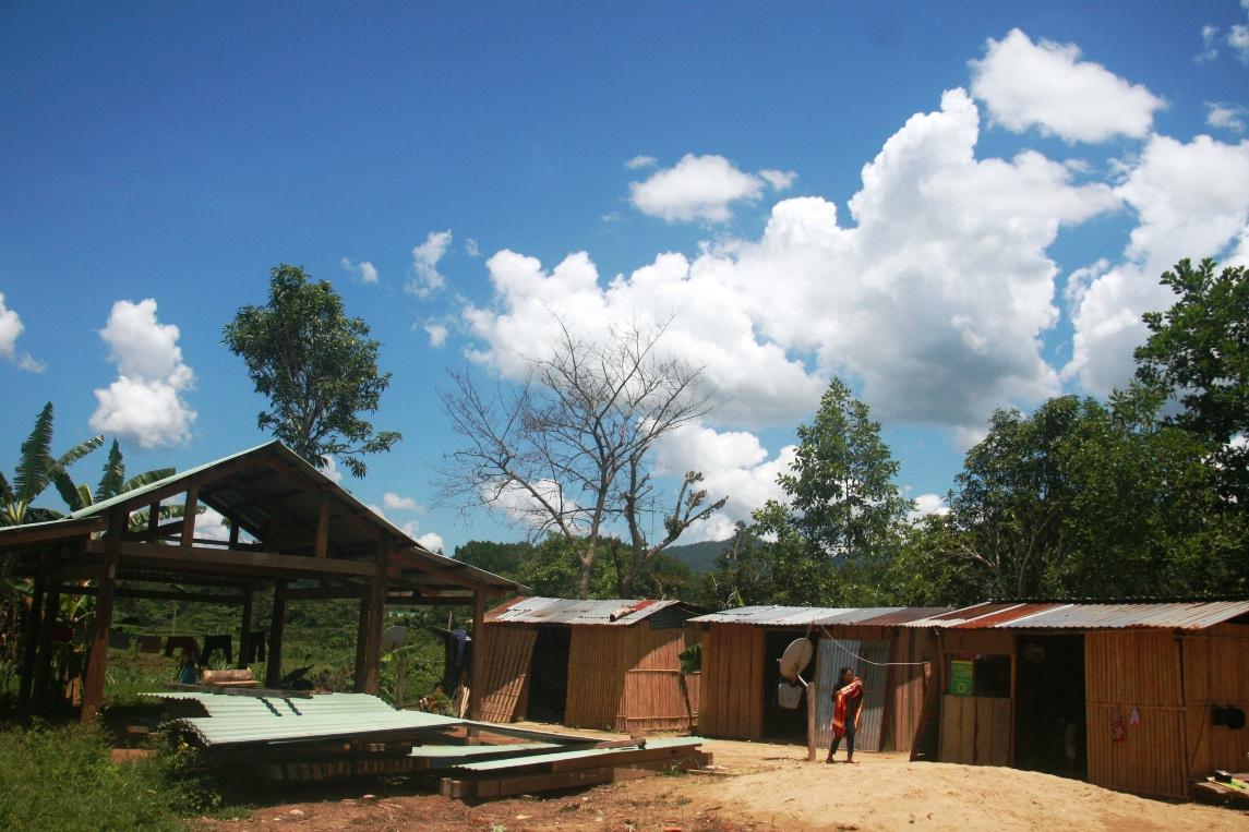 Người dân xây nhà bằng gỗ để tránh động đất ở thủy điện sông Tranh 2