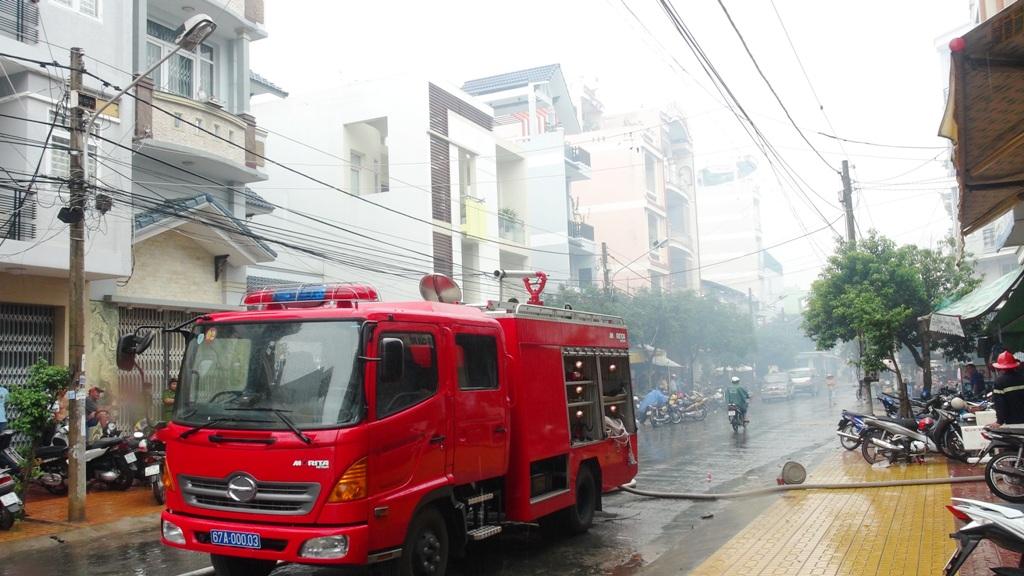 Xe cứu hỏa không thể tiếp cận hiện trường vụ cháy