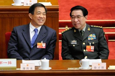 Ông Từ Tài Hậu (phải) cùng Bạc Hy Lai ở Bắc Kinh tháng 3-2012. Ảnh: CNS