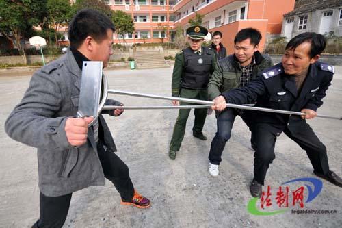 Hàng loạt vụ tấn công bằng dao xảy ra ở Trung Quốc những năm gần đây. Ảnh: Weibo